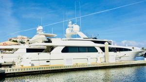 West Bay Motor Yacht 1999