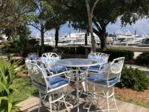 Coral Series Outdoor Bar Table and Chairs – Broward Casting