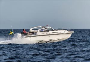 Nimbus Weekender 9 - W9 - At speed through the water