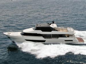 Image of Ocean Alexander 32L - side profile running shot